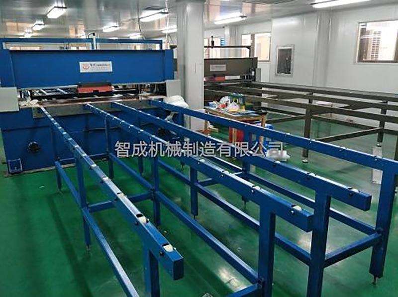 上海客户使用平板送料裁断机